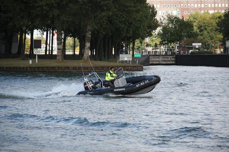 toezicht en handhaving op het water snelle boot